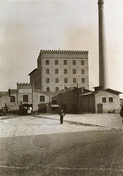 <p>View of the flour mill in Zbaszyn, which served as a refugee camp for Jews expelled from Germany. The Jewish refugees, hungry and cold, were stranded on the border, denied admission into Poland after their explusion from Germany. Photograph taken between October 28, 1939, and August 1939. </p>