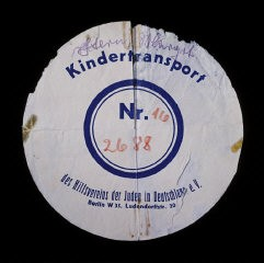 "<p>Circular label from the suitcase used by Margot Stern when she was sent on a <a href=""/narrative/4604/en"">Kindertransport</a> to England. Germany, December 1938.</p>"