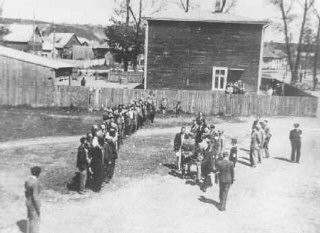 "<p>Employees of the <a href=""/narrative/4696/en"">Jewish council</a> in the Kovno ghetto assemble during roll call, which was taken on a daily basis. Kovno, Lithuania, 1941–43.</p>"