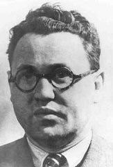 "<p>Jacob Edelstein, chairman of the <a href=""/narrative/4696/en"">Jewish council</a> in <a href=""/narrative/11003/en"">Theresienstadt</a>. He was deported, and shot in Auschwitz in 1944. Theresienstadt, Czechoslovakia, 1942–1943.</p>"