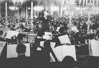 <p>A concert in the Oranienburger Street synagogue organized by the Cultural Society of German Jews. Berlin, Germany, 1938.</p>