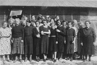 "<p>Prisoners at the <a href=""/narrative/4842/en"">Gurs</a> detention camp. Gurs, France, ca. April 1941.</p>"