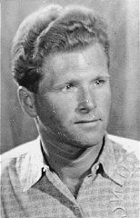 """<p>Aart Bouter, a Jehovah's Witness, was arrested by the Dutch police and deported to <a href=""""/narrative/6810/en"""">Sachsenhausen</a> concentration camp. The Netherlands, 1946–47.</p>"""