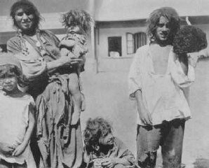 "<p><a href=""/narrative/5123/en"">Romani (Gypsy) family</a> near Craiova. Romania, probably 1930s.</p>"