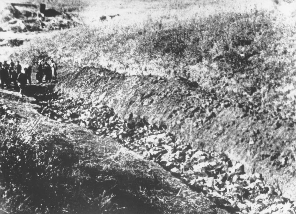 "<p>Soviet investigators (at left) view an opened mass grave at <a href=""/narrative/5337/en"">Babi Yar</a>. Kiev, Soviet Union, 1944</p>"