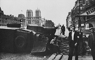 <p>During the battle to liberate the French capital, a barricade is hastily built near the cathedral of Notre Dame. Paris, France, August 1944.</p>