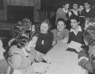 <p>Jewish female survivors at a convalescent home. Sweden, 1946.</p>