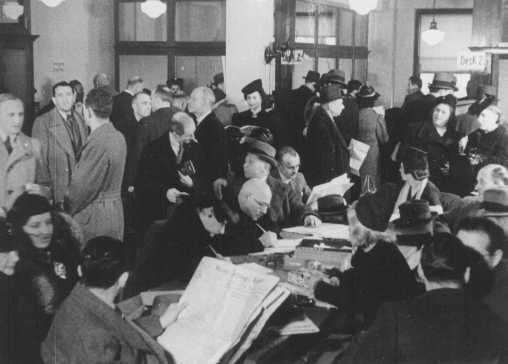 """<p><a href=""""/narrative/6473/en"""">German Jews</a> crowd the Palestine Emigration Office in an attempt to leave Germany. Berlin, Germany, 1935.</p>"""
