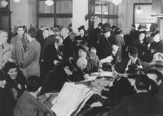 "<p><a href=""/narrative/6473/en"">German Jews</a> crowd the Palestine Emigration Office in an attempt to leave Germany. Berlin, Germany, 1935.</p>"