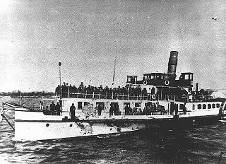 """<p>Jews from Bulgarian-occupied territories during deportation along the Danube to Vienna, from where they were deported by train to the <a href=""""/narrative/3819/en"""">Treblinka</a> <a href=""""/narrative/2746/en"""">killing center</a> in German-occupied Poland. Lom, Bulgaria, March 1943.</p>"""