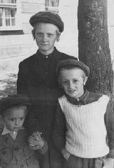 "<p>Three Jewish children in the <a href=""/narrative/9189/en"">Feldafing</a> displaced persons camp. Feldafing, Germany, 1946–47.</p>"