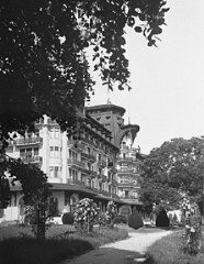 "<p>The Hotel Royal, site of the <a href=""/narrative/6748/en"">Evian Conference</a> on Jewish refugees from Nazi Germany. Evian-les-Bains, France, July 1938.</p>"