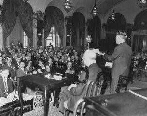 "<p>The American Jewish Congress holds an emergency session following the <a href=""/narrative/65/en"">Nazi rise to power</a> and subsequent anti-Jewish measures. United States, May 1933. </p>"