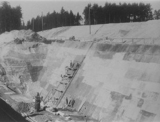 "<p>Forced laborers build the south wall of the foundation of the new <a href=""/narrative/4391/en"">Dachau</a> satellite camp of Weingut I in Mühldorf . Germany, 1944.</p>"