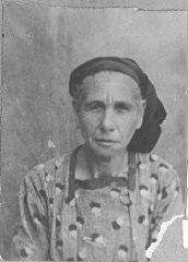 """<p>Portrait of Vida Kalderon, wife of Yakov Kalderon. She lived at Orisarska 2 in Bitola.</p> <p>This photograph was one of the individual and family portraits of members of the Jewish community of<a href=""""/narrative/9092/en"""">Bitola</a>, Macedonia, used by<a href=""""/narrative/5955/en"""">Bulgarian occupation authorities</a>to register the Jewish population prior to its deportation in March 1943.</p>"""