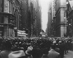 "<p>On the day of <a href=""/narrative/7631/en"">book burnings</a> in Germany, massive crowds march from New York's Madison Square Garden to protest Nazi oppression and anti-Jewish persecution. New York City, United States, May 10, 1933.</p>"