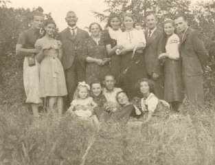 """<p>Photo taken a few weeks before World War II began. <a href=""""/narrative/10466/en"""">Regina</a> is at the right of the front row. Kunow, Poland, July 28, 1939.</p>"""