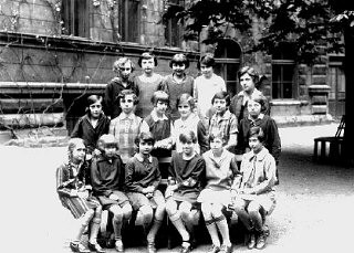 <p>Ruth Kohn (top row, second from left) and her classmates at a school in Prague. Prague, Czechoslovakia, 1928.</p>