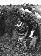 <p>Members of a Polish family who hid a Jewish girl on their farm. Zyrardow, Poland, 1941-1942.</p>