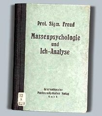 "<p><a href=""/narrative/11596/en"">Sigmund Freud</a>: <em>Massenpsychologie und Ich-Analyse</em>, cover.</p>