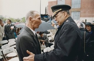 <p>Jan Karski and General Colin Powell meet during the opening ceremonies of the US Holocaust Memorial Museum. Washington, DC, April 22, 1993.</p>