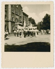 "<p>Zionist group gather with banners outside the <a href=""/narrative/11676/en"">Deggendorf</a> displaced persons camp to demonstrate for Jewish immigration to Palestine. Deggendorf, Germany, 1945-49.</p>"