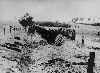 "<p>Soviet officers preside over the opening and exhumation of a mass grave at the Ninth Fort. Photographed by George <a href=""/narrative/11692/en"">Kadish</a>. Kovno, Lithuania, 1944.</p>"