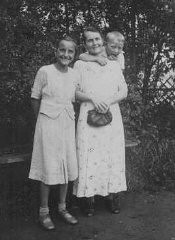 """<p>Helene Gotthold, a <a href=""""/narrative/5070/en"""">Jehovah's Witness</a>, was beheaded for her religious beliefs on December 8, 1944, in Berlin. She is pictured with her children. Germany, June 25, 1936.</p>"""