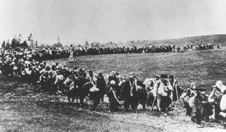 "<p>A column of refugees in the Soviet Union, following the <a href=""/narrative/2972/en"">German invasion of Soviet territory</a> on June 22, 1941. Soviet Union, between 1941 and 1944.</p>"
