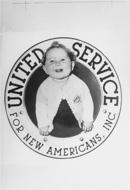<p>A new immigrant arriving in the United States under the auspices of USNA (United Service for New Americans).1947–1952.</p>