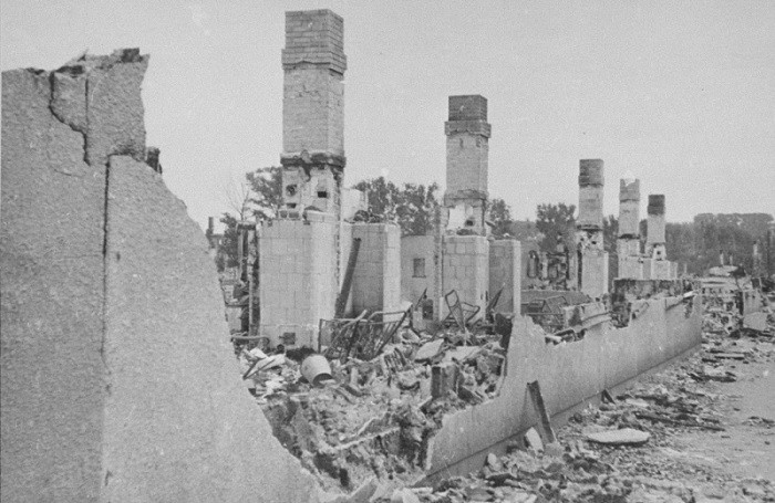 """<p>Ruins of a building in the <a href=""""/narrative/3182/en"""">Kovno</a> ghetto gutted when the Germans attempted to force Jews out of hiding during the final destruction of the ghetto. Photographed by <a href=""""/narrative/11692/en"""">George Kadish</a>. Kovno, Lithuania, August 1944.</p>"""