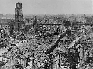 "<p>View of Rotterdam after German bombing during the <a href=""/narrative/3425/en"">Western Campaign in May 1940</a>. Rotterdam, the Netherlands, May 1940.</p>"