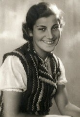 "<p>Studio portrait of Chava Leichter, murdered in the <a href=""/narrative/3819/en"">Treblinka killing center</a> in 1942 at the age of 25. Her brother Chaim emigrated to Palestine in 1937 on the boat <em>Polania</em>. He served in the British army in Libya during the war. This photograph was taken in 1939.</p>"
