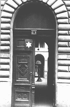 Entrance to the courtyard, marked with a Star of David, of a building designated for Jews. [LCID: 00999]