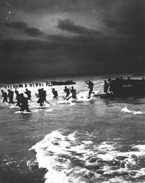 <p>American forces practice amphibious landings on a North African beach in preparation for the invasion of German-occupied France. Africa, 1944.</p>