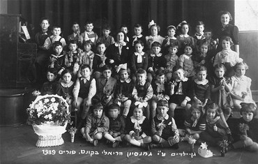 "<p><a href=""/narrative/9164"">Purim</a> portrait of a kindergarten class at the Reali Hebrew gymnasium. Kovno, Lithuania, March 5, 1939.</p>"