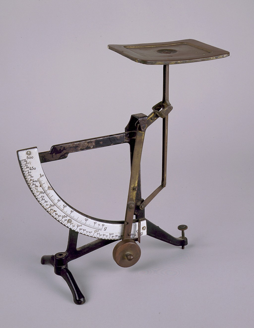 Scales used by refugees [LCID: 20027rkl]