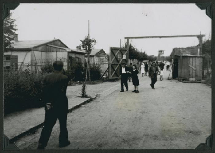 """<p>Jewish displaced persons (DPs) enter the main gate of the <a href=""""/narrative/53637"""">Ziegenhain</a> DP camp, September 1946.</p>"""