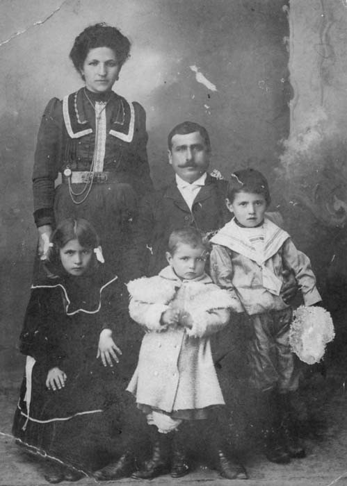 <p>Portrait of an Armenian family in Ordu, Ottoman Empire. Pictured are Elbis Jeknavorian, Ohanjan Chitjian and their three children. [Courtesy of Jack Chitjian]</p>