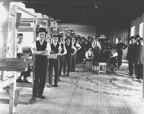<p>Prewar photograph of students in a weaving workshop at a yeshiva (rabbinical academy) in the northern Transylvanian town of Sighet Marmatiei. Romania, prewar.</p>