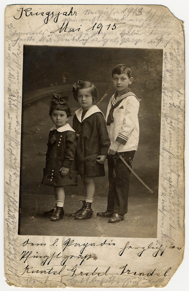 <p>Photograph taken in May 1915 of Helene Reik's children.</p>