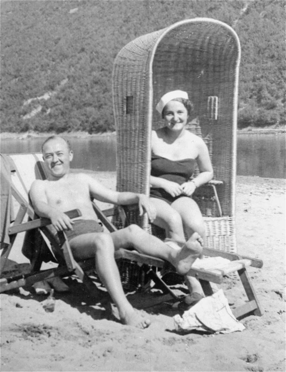 Sophie's parents, Daniel and Laura Schwarzwald, pictured on a beach in Zaleszczyki, Poland, shortly after they were married. [LCID: 01332]