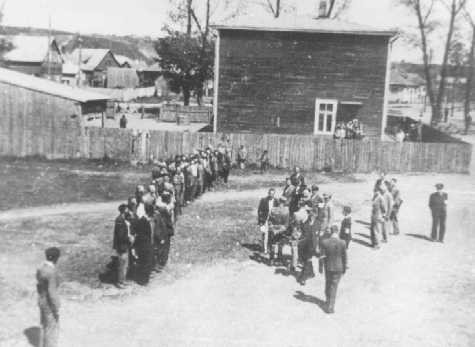 Employees of the Jewish council in the Kovno ghetto assemble during roll call, which was taken on a daily basis. [LCID: 70895]