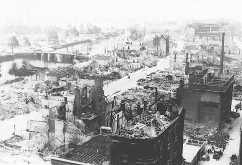<p>View of Rotterdam after bombing by the German Luftwaffe in May 1940. Rotterdam, the Netherlands, 1940.</p>
