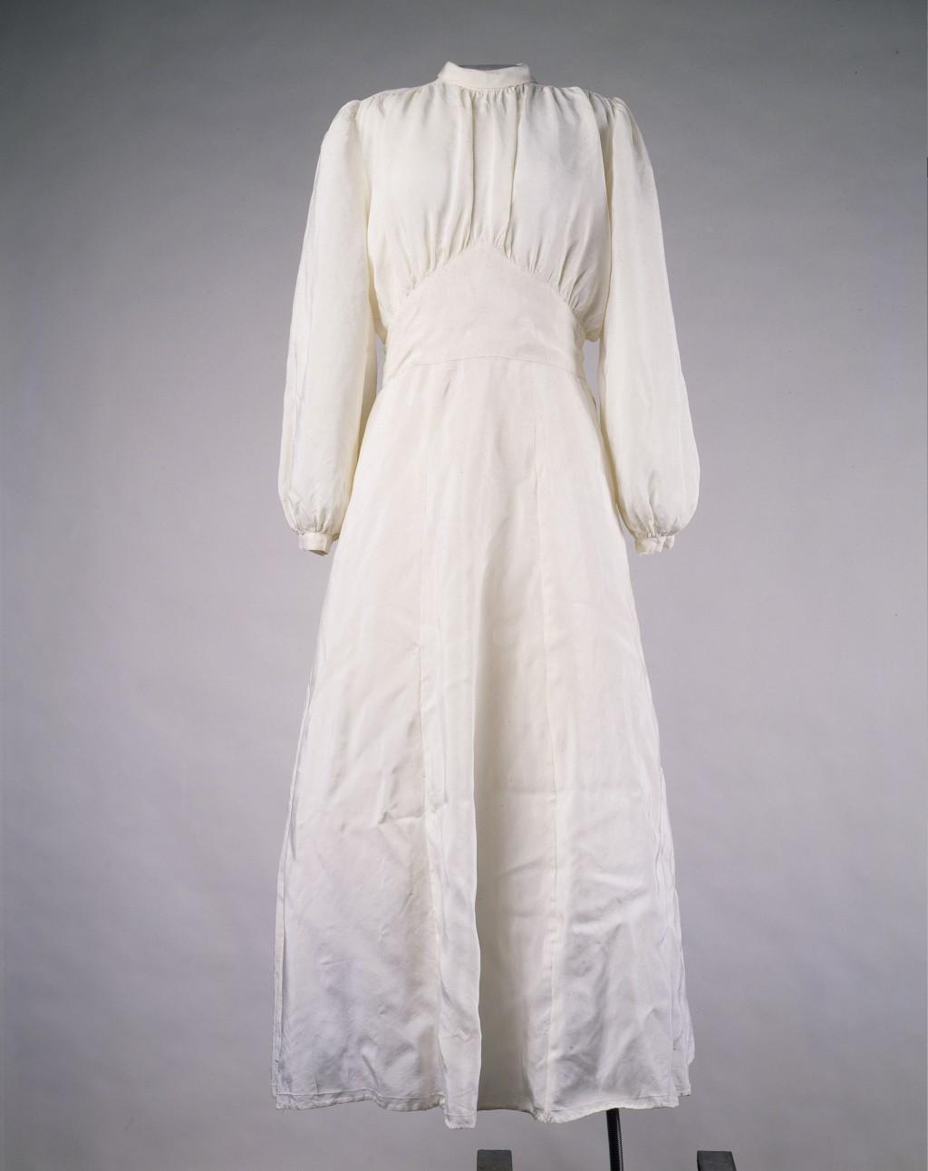 Wedding Dress [LCID: 2015yjjh]