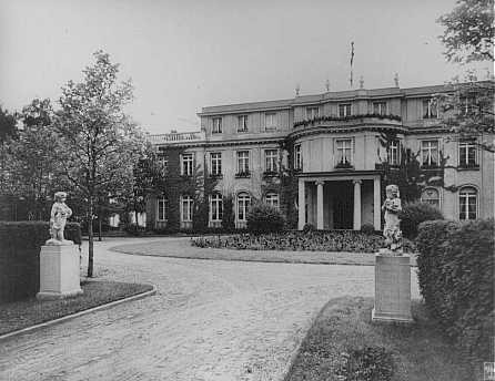 Sede de la Conferencia de Wannsee de enero de 1942, convocada por el jefe de la Oficina Principal de Seguridad del Reich Reinhard ... [LCID: 79810]