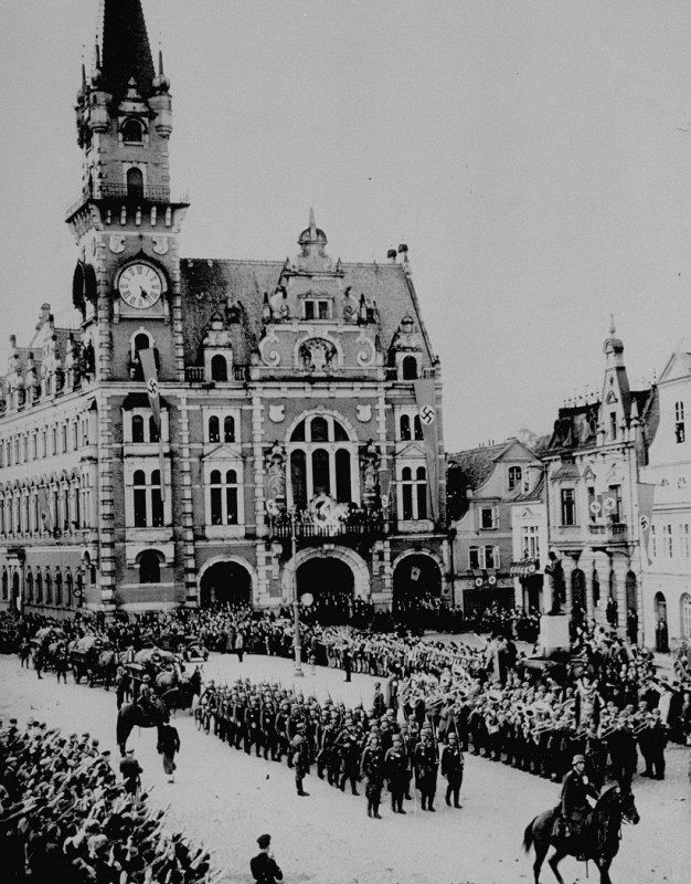 <p>In the aftermath of the Munich agreement, which turned the Sudetenland area of Czechoslovakia over to Germany, German troops march into the town square of Friedland. October 3, 1938.</p>