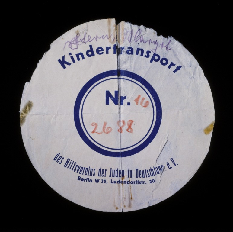 Circular label from the suitcase used by Margot Stern when she was sent on a Kindertransport to England. [LCID: n02805]
