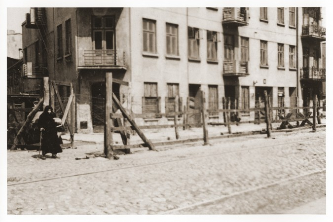 View of the entrance to the Gypsy camp on Brzezinska Street in the Lodz ghetto. [LCID: 38093]