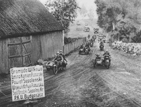 "<p>A German motorcycle unit advances through the Bydgoszcz region during the <a href=""/narrative/2103/en"">invasion of Poland</a>. September 18, 1939.</p>"